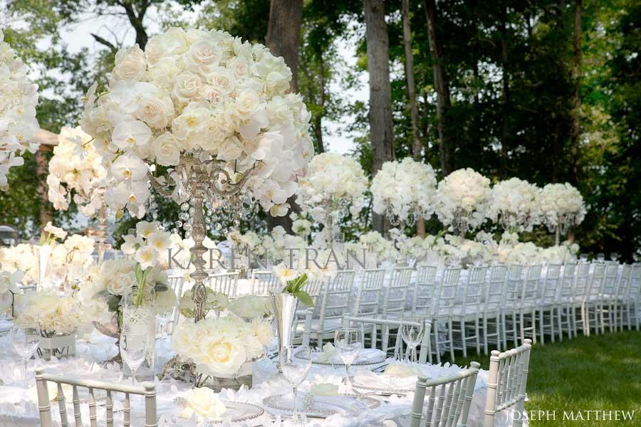 A Modern White Wedding Ceremony: Színpaletta: Fehér Esküvő